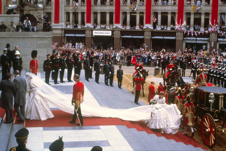 750 миллионов человек смотрели на свадьбу пары по телевизору