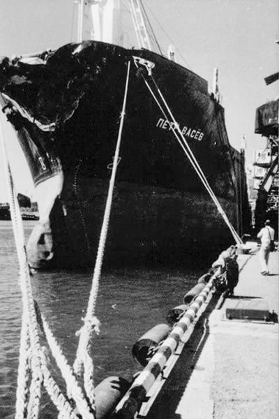 У сухогруза пострадал лишь нос, в то время как «Адмирал Нахимов» затонул и навсегда остался на морском дне
