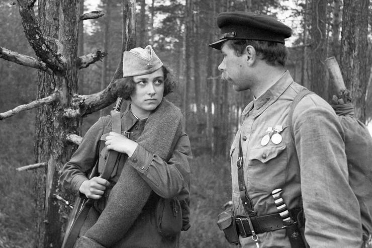 Соня побежала за забытым старшиной кисетом и столкнулась с немцами, убившими ее ударом ножа в грудь