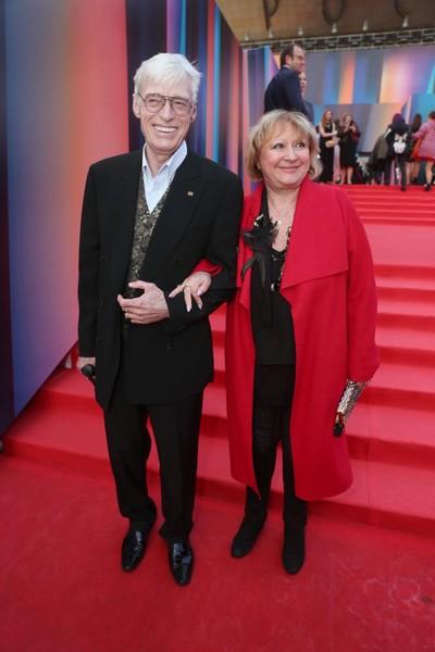 Актера поддерживает его супруга, с которой он в браке больше 40 лет