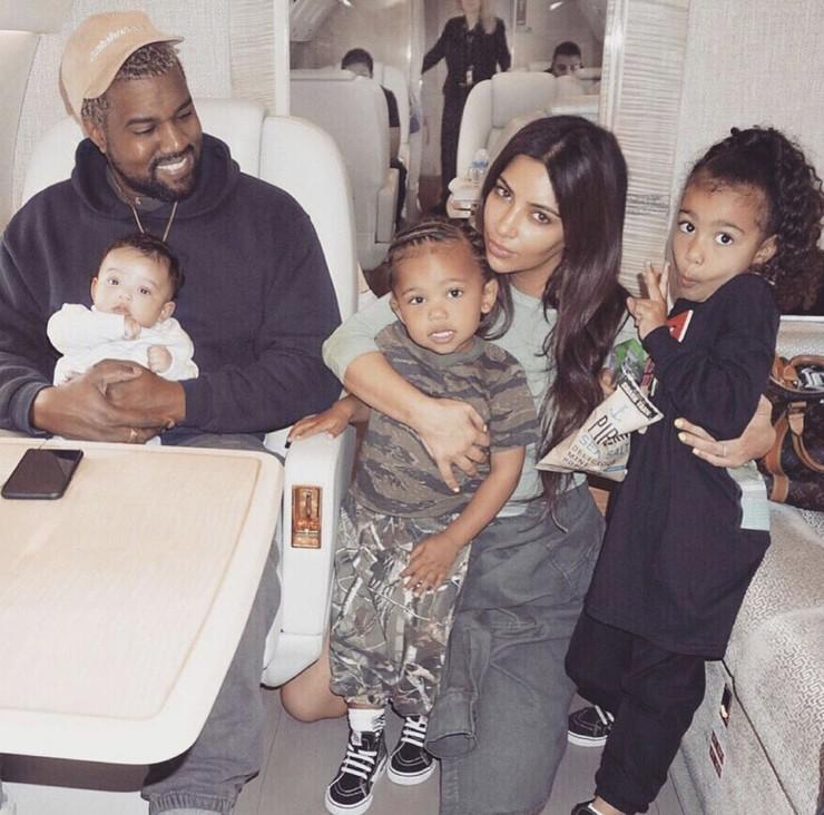 Ким и Канье заботятся о детях