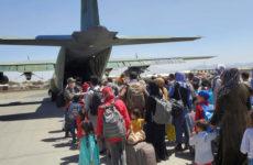 Террорист-смертник, 13 погибших и десятки раненых: что известно о взрыве в аэропорту Кабула