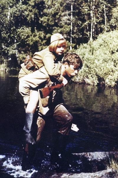 У персонажа все не заладилось с самого начала: сперва потерянный в болоте сапог, потом простуда, наконец, смерть под пулями