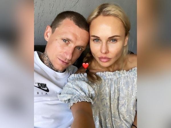 Павел сейчас счастлив с новой девушкой Алиной Санько