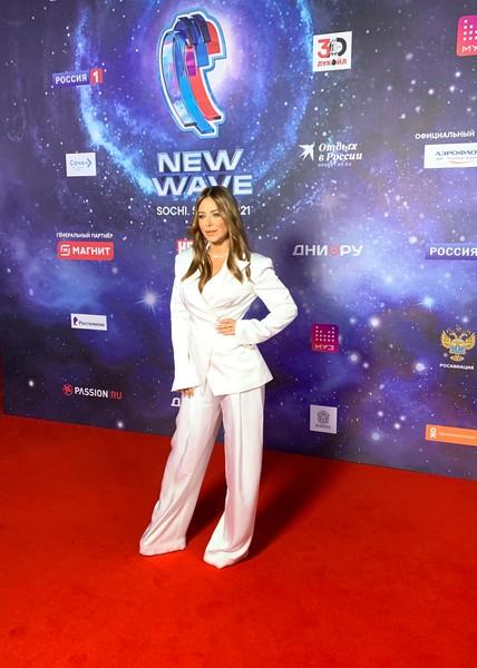 Ани Лорак также выбрала белоснежный наряд