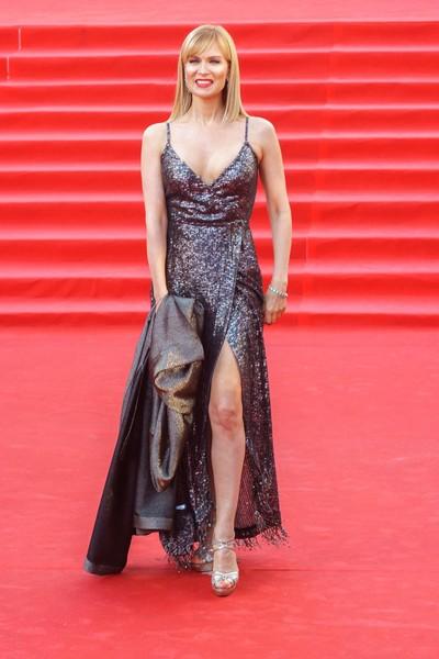 В этом наряде, по мнению Васильева, актриса может конкурировать с голливудскими дивами