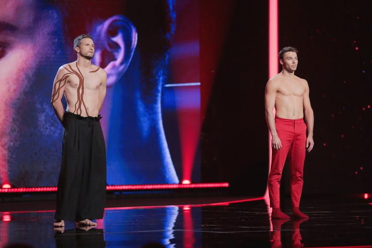 Сегодня вечером Виталий сразится в баттле с Вахтангом Хурцилавой. Поклонники проекта должны помнить этого танцовщика, он два раза пытался попасть в команды, но подвела универсальность. Есть ли шанс у него в этот раз...