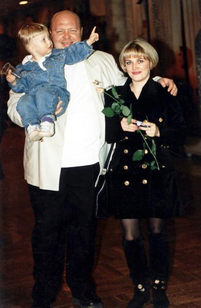 По одним данным, вторая супруга шоумена живет в Москве, а по другим — за границей вместе с сыном