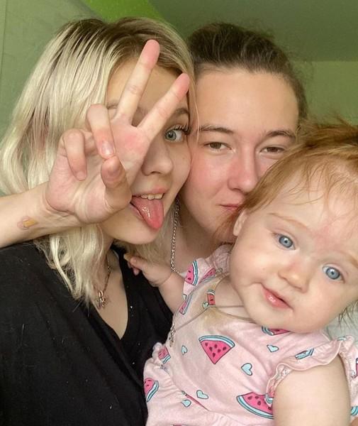 Суднишникова родила дочь Эмилию в 13-летнем возрасте