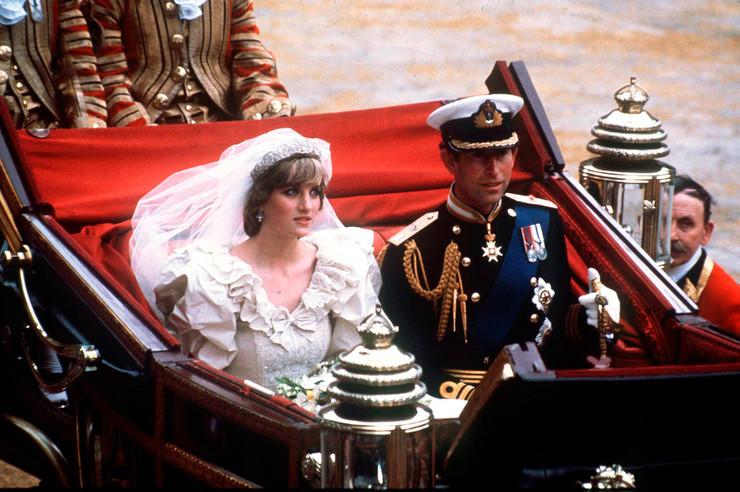 29 июля 1981 года Диана Спенсер обвенчалась с принцем Чарльзом в Соборе Святого Павла