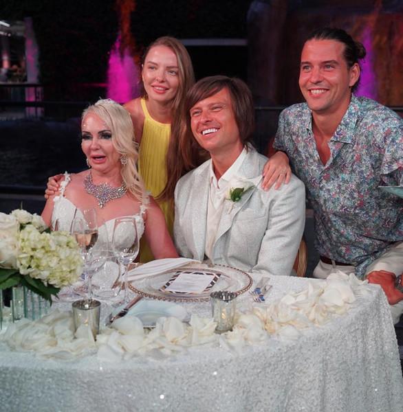 Орлова тоже повеселилась на свадьбе артиста