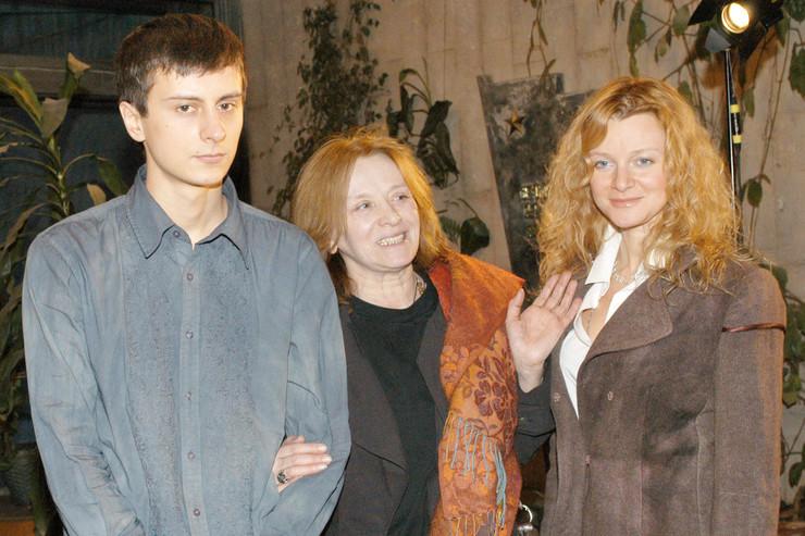 О звезде советского кино заботятся дочь Анна и сын Александр