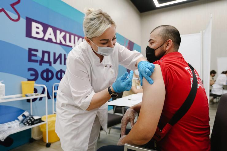 Пока единственным эффективным способом борьбы с коронавирусом остается вакцинация