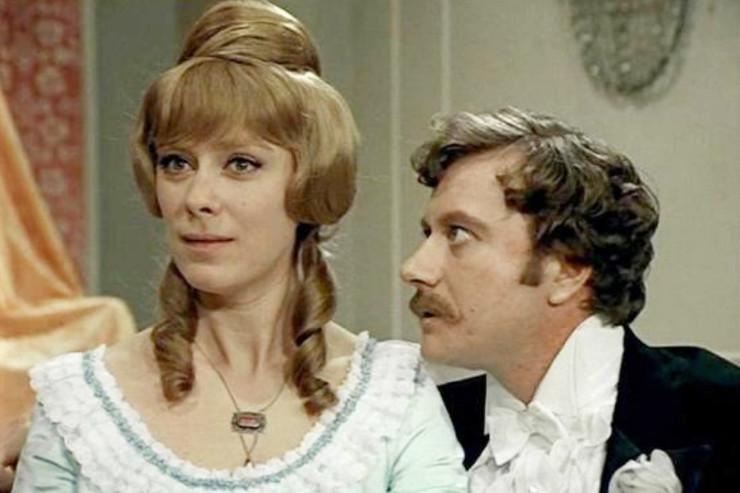 Васильева снялась в культовых советских комедиях. Кадр из телефильма «Соломенная шляпка»
