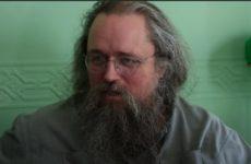 Кураев о Шукшиной, назвавшей вакцинацию чипированием: «С сумасшедшим надо говорить на его языке»