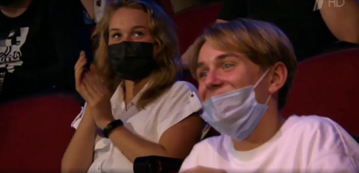 Сын певицы Андрей пришел на шоу Первого канала поддержать маму