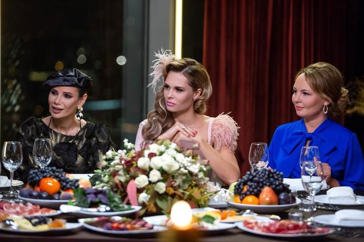 Вместе с Айзой Долматовой и Марией Горбань актриса вела шоу «#Яжемать»