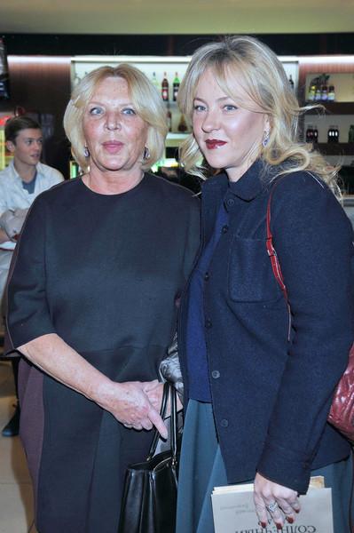Марианна Вертинская, как и ее сестра, выбрала актерскую профессию. С дочерью Александрой