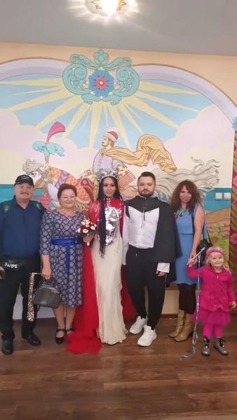 Свадьба прошла в узком кругу друзей и родственников