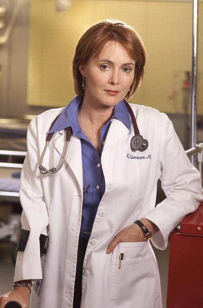Доктор ходит с тростью, причина чего выясняется лишь в 11 сезоне