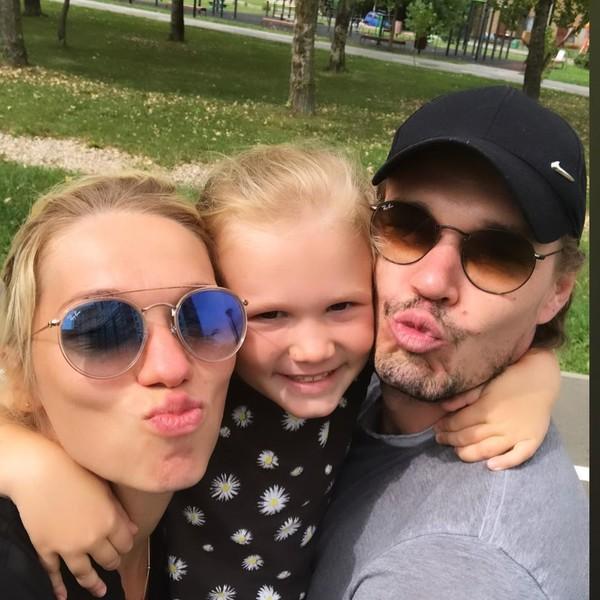 Артем Быстров наслаждается ролью семьянина