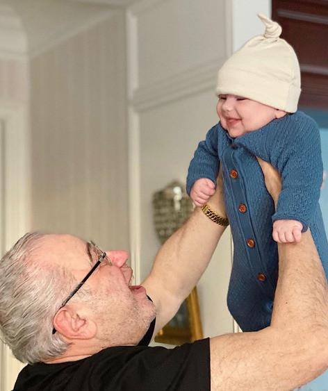 75-летний Петросян счастлив в роли отца