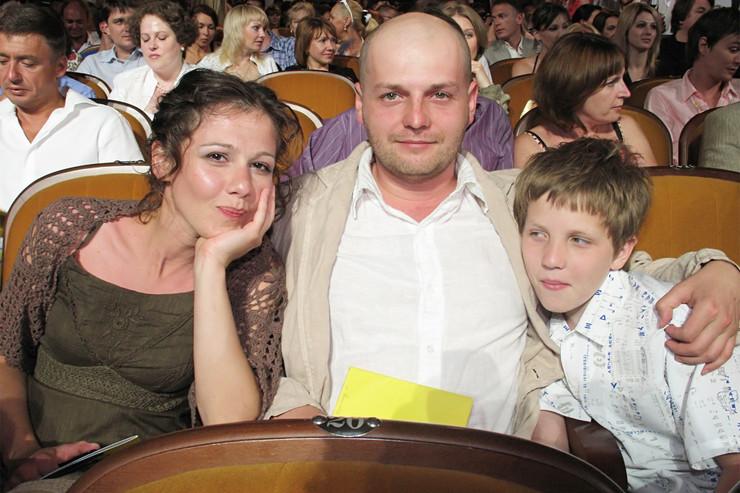 После расставания с Агуреевой Вырыпаев женился на Каролине Грушке, но продолжил принимать участие в воспитании сына