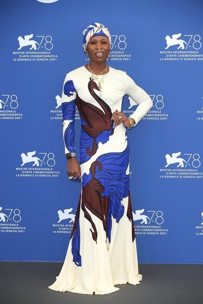 Странное платье не понравилось критикам