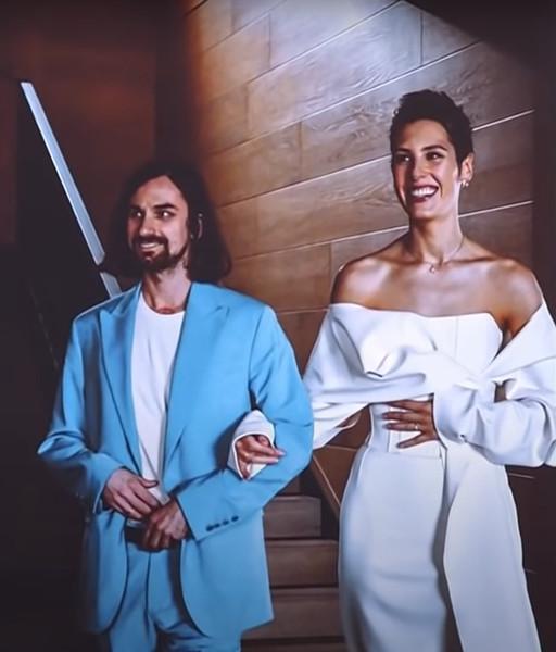 Пара впервые показала фото со свадьбы в эфире шоу «Вечерний Ургант»