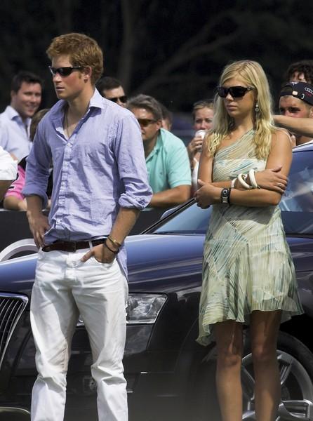 В прошлом году принц увиделся с бывшей девушкой на тайной вечеринке, пока Меган была в отъезде