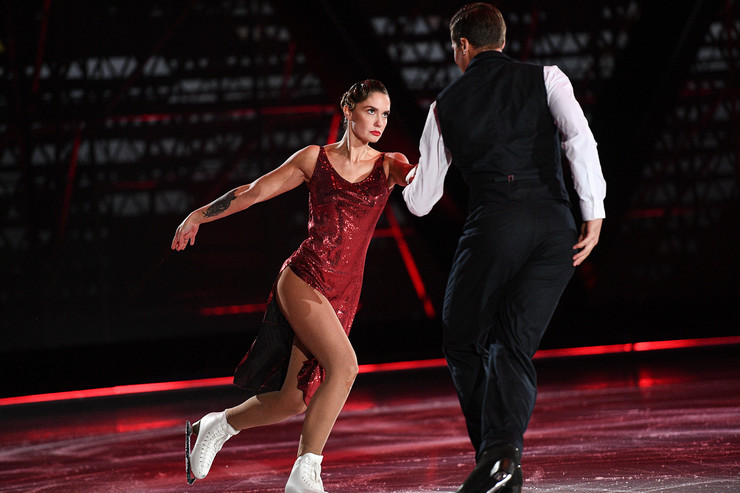 На лед вышла и «разведенка» Агата Муцениеце