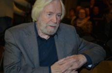 Станислав Любшин попал в больницу с травмой головы после спектакля в театре