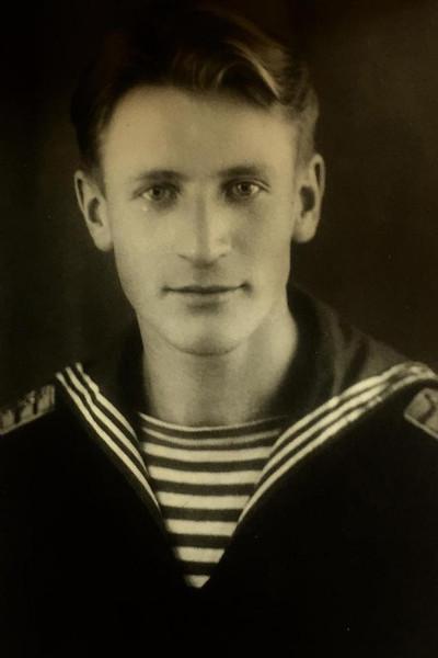 Иван Иванович — капитан-лейтенант в отставке