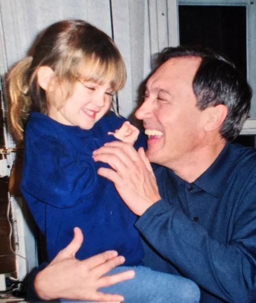 Лиза часто вспоминает дедушку и публикует снимки с ним в социальных сетях