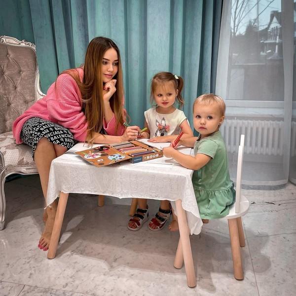 За три года Костенко родила двух дочерей