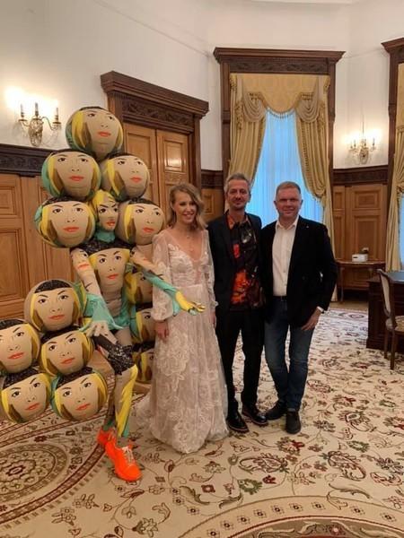 Свидетель пары выбрал необычный наряд из шаров