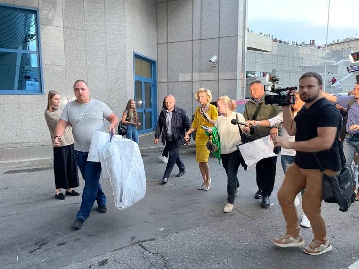 Стиль: Ивлеева в образе вдовы и Собчак в платье провинциалки: странные наряды звезд на свадьбе Моргенштерна – фото №4