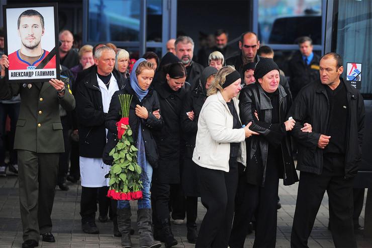 Александр Галимов не умер на месте, так как находился в хвосте самолета