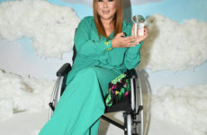 Анита Цой на коляске и Дакота в лифчике с цепями. Звезды на премии «Мама Года»