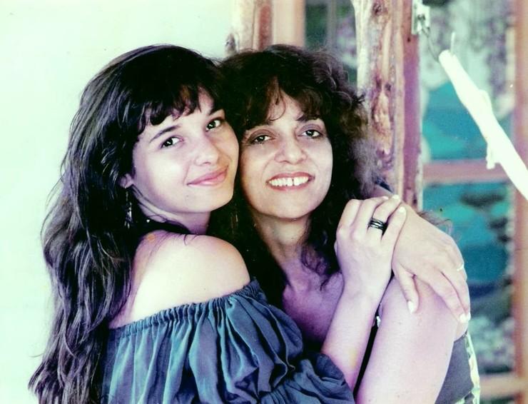 Перес всегда была особенно близка с дочерью и гордилась ее творческими успехами