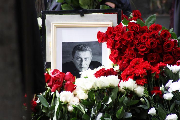 Режиссера похоронили на Новодевичьем кладбище Москвы