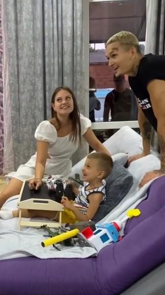Благодаря Алишеру родители мальчика получили десятки миллионов рублей