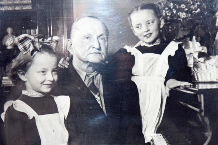 Артист с дочерями Марианной и Анастасией