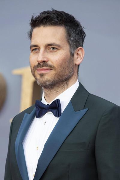 В жизни актер мало похож на лощеного и гладко выбритого Тома
