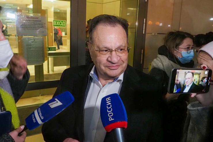 Адвокат актера Петр Хархорин