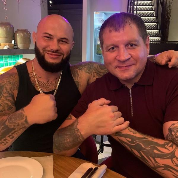 Джиган и Емельяненко должны выйти на ринг 4 ноября