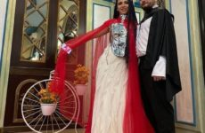 Платье с доспехами и черный плащ. Звезда «Битвы экстрасенсов» Шульгина вышла замуж в экстравагантном наряде