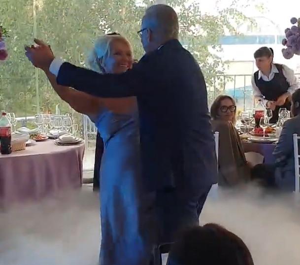 Недавно мама Дарьи вышла замуж за звезду НТВ Андрея Норкина
