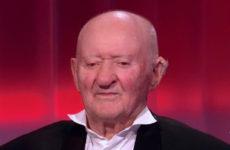 «Не различаю жюри, плохо вижу»: 96-летний Михаил Серебряков покорил судей шоу «Голос 60+»