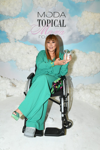 Анита Цой получила награду «Энергичная мама»
